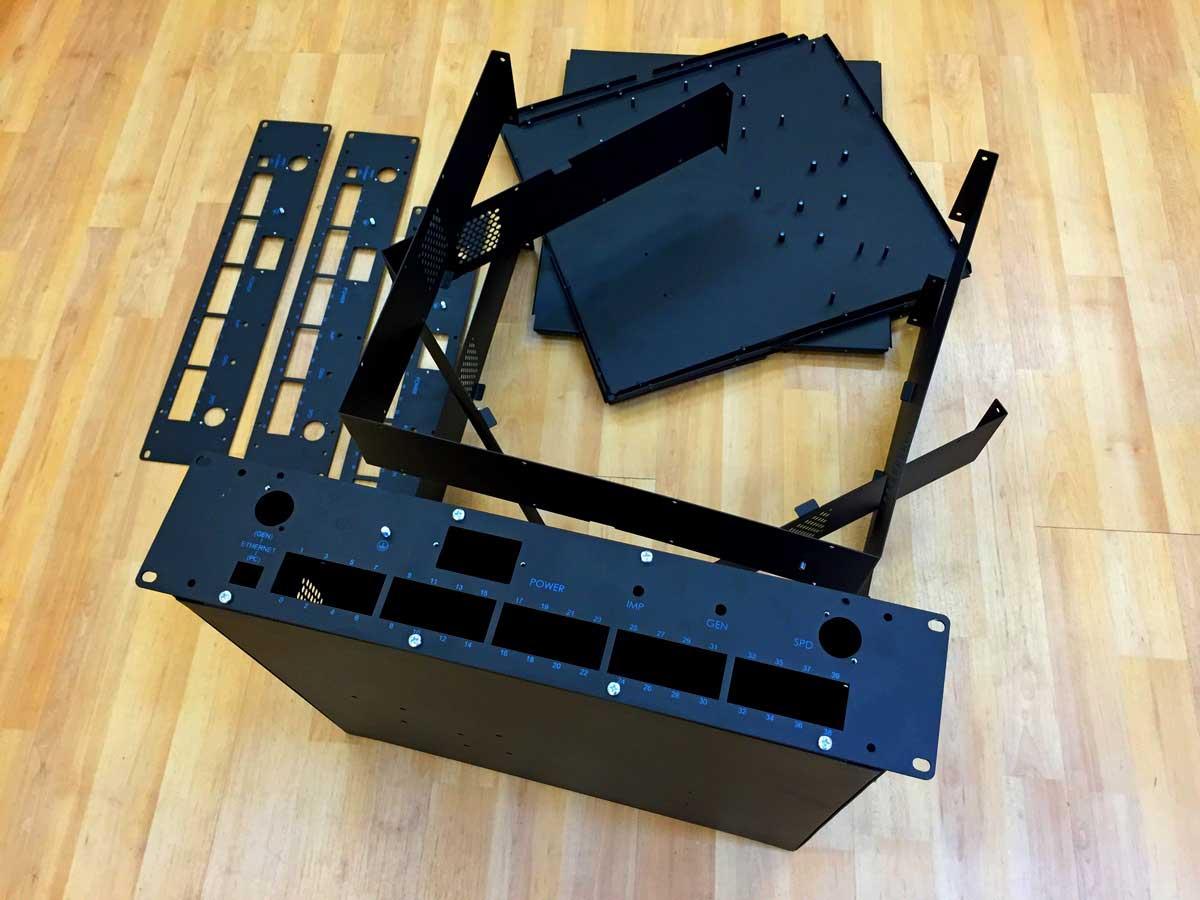5-юнитовый корпус под стандартную 19-дюймовую серверную стойку (3 фото)