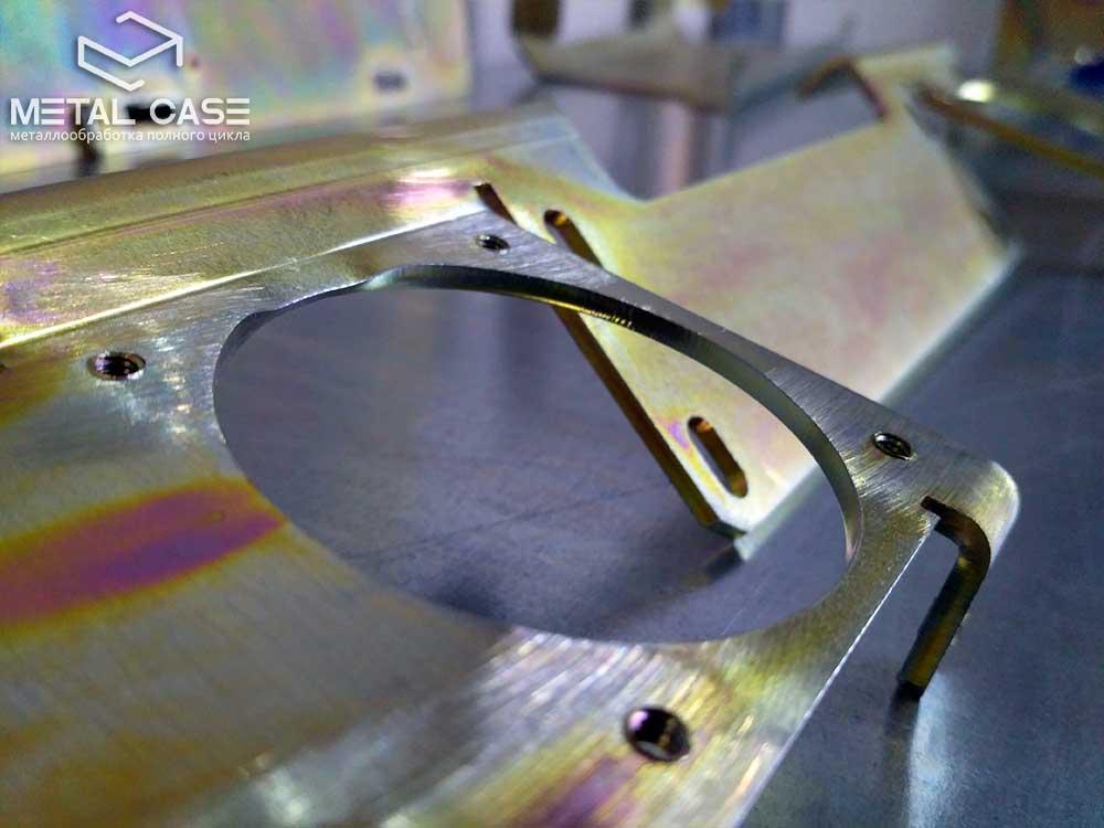 Оцинкованные желтым цинком кронштейны и детали для медицинского оборудования (10 фото)